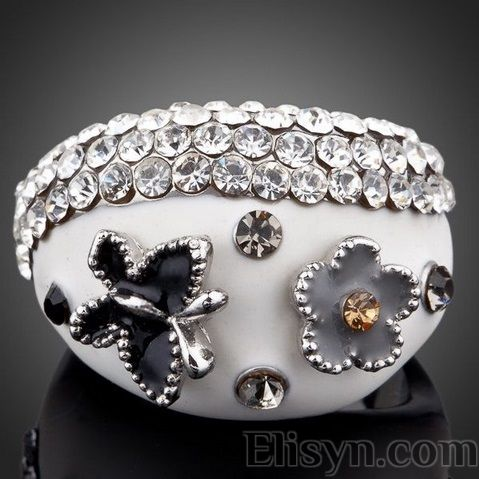 Ring white beauty with crystals