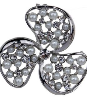 Pearl brooch leaves